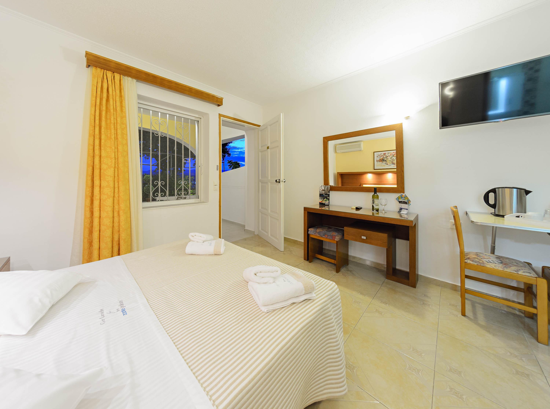 Studio with balcony zante palace hotel tsilivi zante for The balcony hotel zante